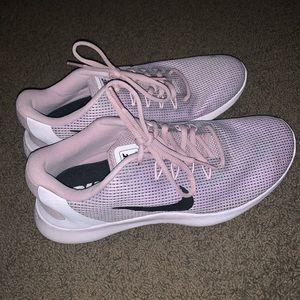 Women's NWT Nike shoes size 10